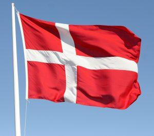 Det nationale danske flag kaldes normalt for Dannebrog.